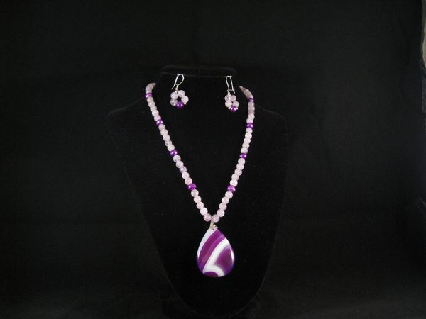 Purple brazilian agate with agate and purple pearls